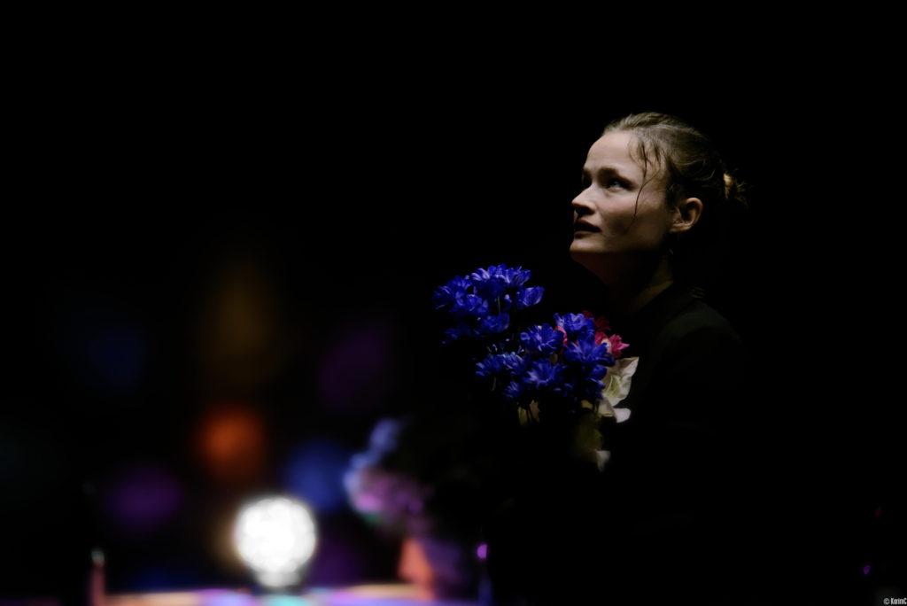 Anna Bouguereau Auteur et interprète de la pièce de Théâtre JOIE, à la Reine Blanche Paris - Photo KarimC