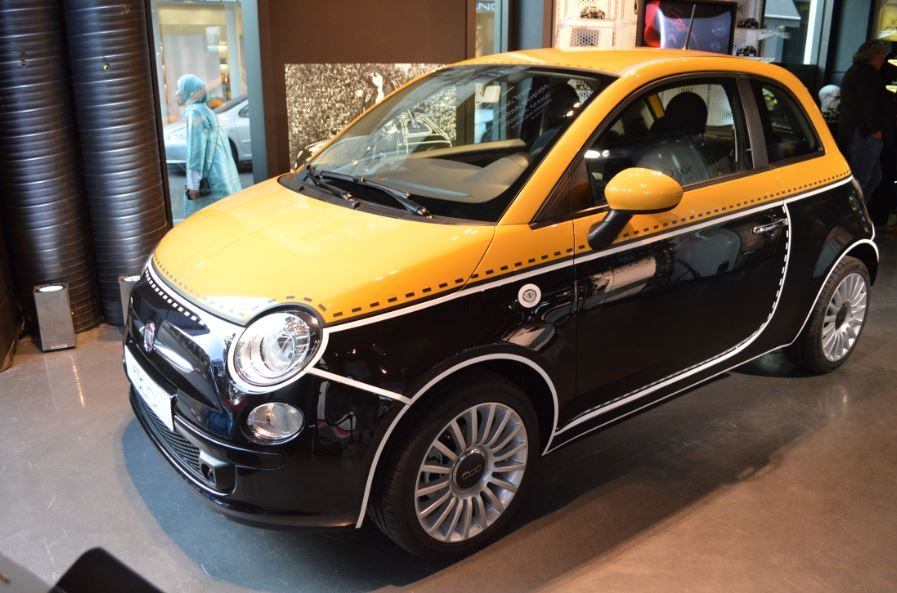 fashion week fiat 500 couture en exclusivit au motor village mondial de l 39 automobile. Black Bedroom Furniture Sets. Home Design Ideas