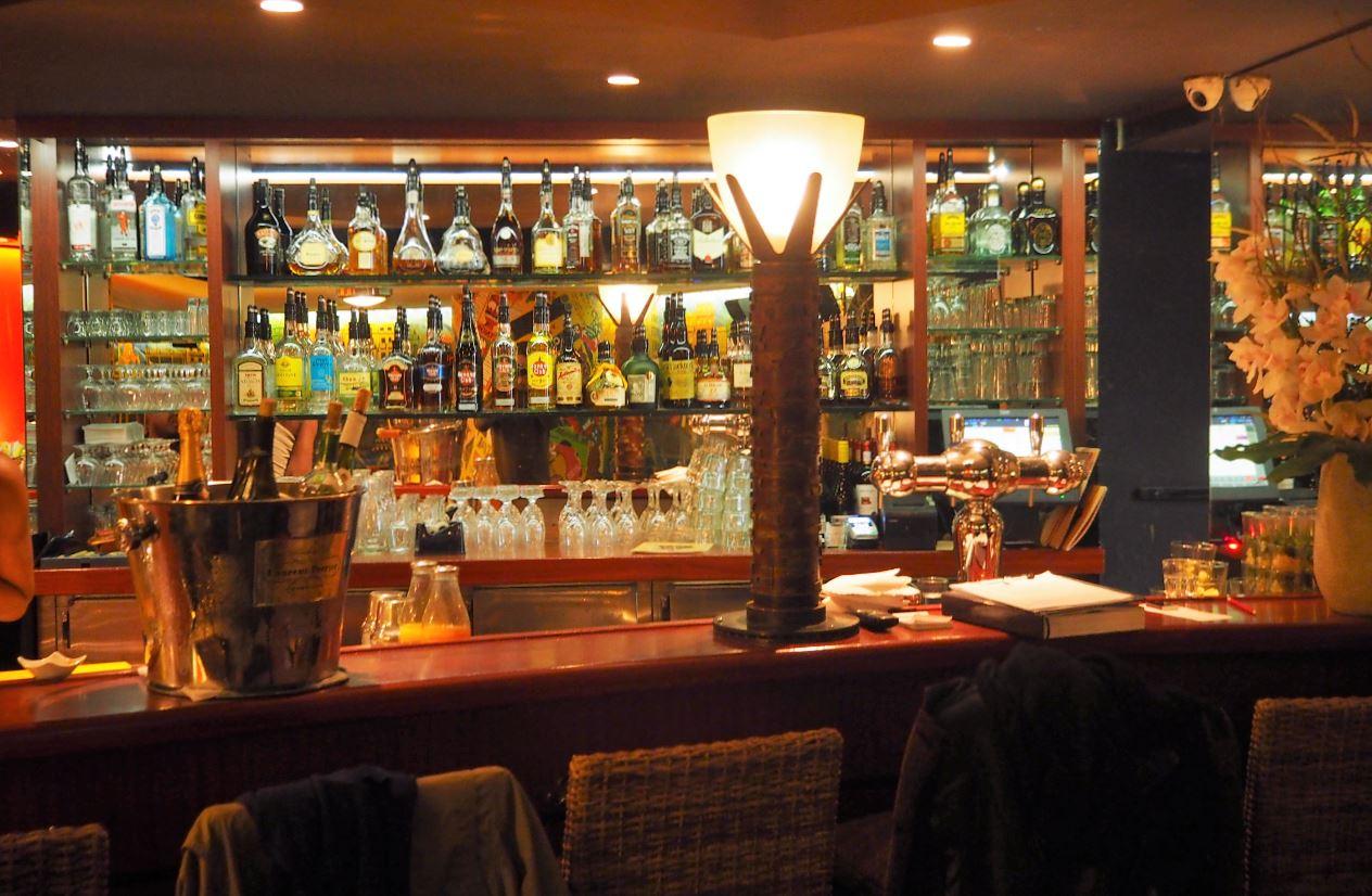 Boire Un Caf Ef Bf Bd Dans Un Bar