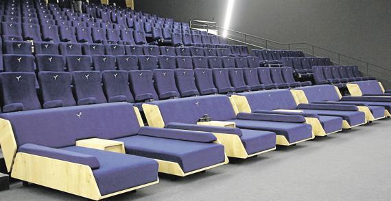 humeur le cin ma pour les riches et pour les autres romain paris. Black Bedroom Furniture Sets. Home Design Ideas